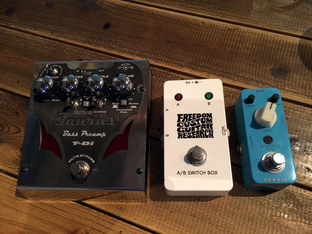 こばやし エフェクター Taurus T-DI, MOOER Analog Chorus peda, Freedom custom guitar researck ab switch box